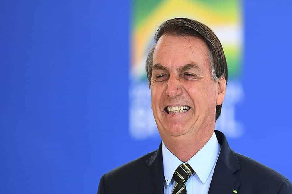 Brazilians protest under quarantine by clanging pots and pans, saying Bolsonaro Get out!