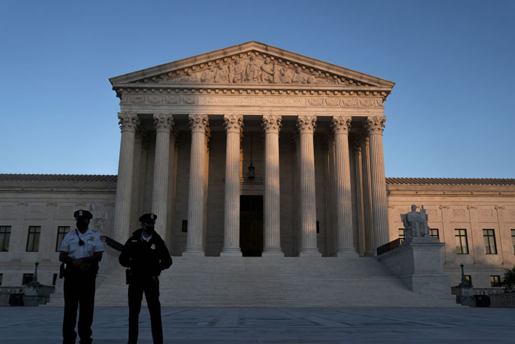 US Supreme Court forbids Republicans from interfering in Pennsylvania and North Carolina absentee ballot vote counting