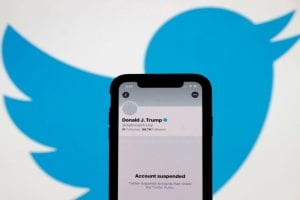 Donald Trump condemns the violence and the Twitter founder questions the decision to ban the tycoon