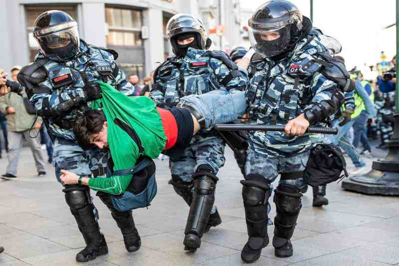 From the United States to Russia, how the police turn into a Governments repression tool