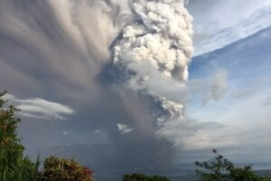 Explosive volcano eruption: St Vincent rocked as La Soufriere eruption forces thousands to flee