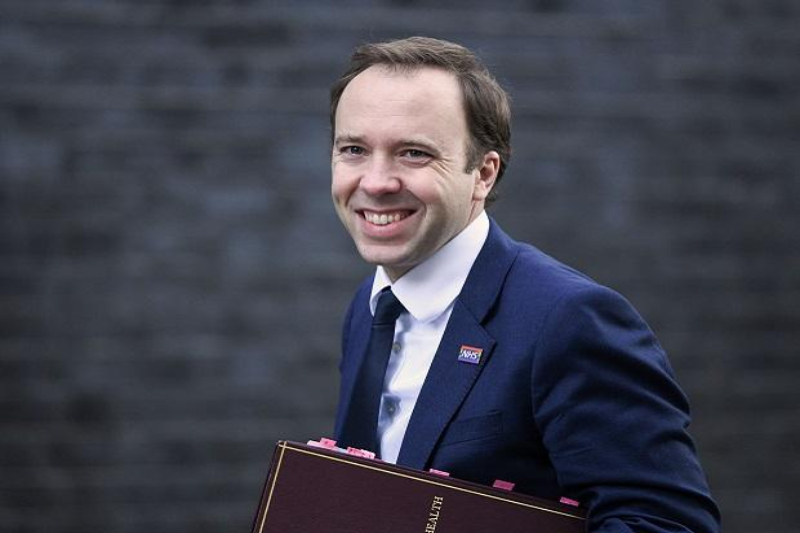 After the scandal of the kiss, the Minister of Health resigns in the United Kingdom