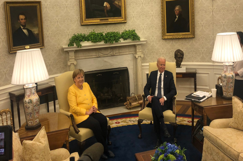 Merkel in White House: the two leaders vow to stand strong against Russia's aggression