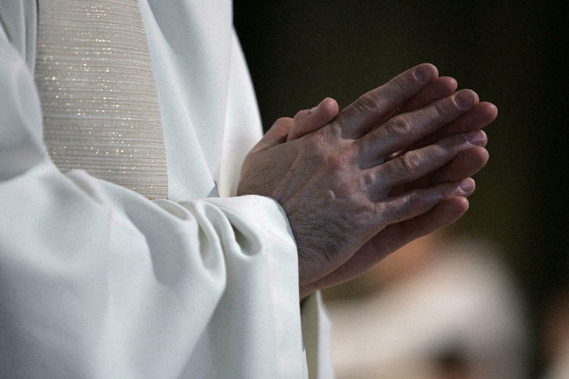 """A report overwhelms the Catholic Church in France: """"over 300 thousand victims of Paedophile priests"""""""
